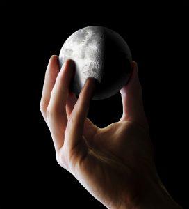 iStock-172704204-moon-272x300