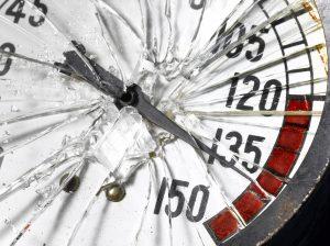 Pressure gauge with broken glass